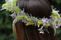 Flower Arranging 101: Learning to Make a Flower Crown Befitting a Faerie Queen (Gardenista)