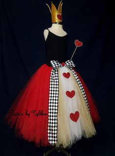 This adorable Heart Queen tutu skirt is great for an Alice in Wonderland theme party, Halloween costume or just for fun! This skirt is made with a black stretch crochet waistband then I add layers of fluffy red, white and gold tulle with glitter tulle mix Red Queen Costume, Queen Of Hearts Costume, Costume Halloween, Halloween Costumes For Adults, Horror Costume, Halloween Infantil, Tutu Rock, Gold Tulle, Alice In Wonderland Costume