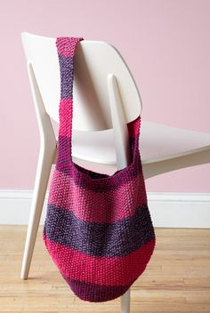 Knit this stunning Blended Tote in two coordinating colors each of Vanna& Choice and Vanna& Glamour for a sturdy but sparkling bag. Loom Knitting, Knitting Patterns Free, Free Knitting, Crochet Patterns, Bag Patterns, Bag Pattern Free, Tote Pattern, Der Arm, Lion Brand Yarn