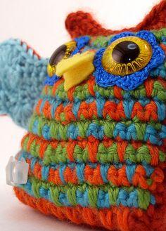 cute owl Knitted Owl, Crochet Owls, Crochet Fabric, Love Crochet, Beautiful Crochet, Crochet Stitches, Knit Crochet, Crochet Patterns, Owl Fabric