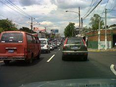 Tráfico en 49 Av. Sur en ambos carriles cerca del estadio Mágico González vía @TwetSV