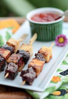 Espetinho de carne com queijo coalho e geleia de pimenta. #ComidadeRua #viniciusrojo