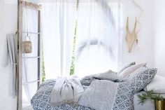 Use our comfy bed linen, classic curtains and decorations to create a space for relaxing, recuperation and sweet dreams – shop everything for the bedroom!