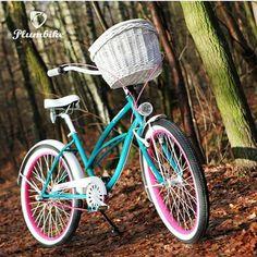 BICICLETA URBANA ANTONELLA Bicicleta de la casa Plumbike montada artesanalmente. Bicicleta urbana LA DONNA ANTONELLA en color turquesa con detalles en color fuixa.  #xmas #christmas #regalo