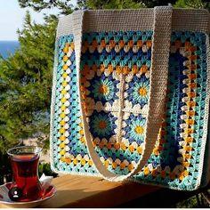 Free and easy 45 Different colors Crochet Bag and Handbag Ideas bag crochet pattern free; Crochet Wallet, Crochet Tote, Crochet Handbags, Crochet Purses, Crochet Gifts, Knitting Blogs, Knitting Patterns, Crochet Patterns, Happy Evening