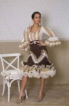 Www.elabanicoartesania.es Pretty Outfits, Pretty Dresses, Stylish Outfits, Beautiful Dresses, Ethnic Fashion, African Fashion, Flamenco Costume, Flamenco Dresses, Spanish Dress