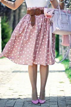 Falda rosada de pepas blancas