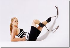 La disabilità è negli occhi di chi guarda.: Aimee Mullins e le sue 12 paia di gambe