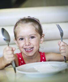 Pourquoi mon enfant bouge-t-il autant à l'heure des repas ?