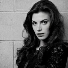 Meghan Ory (20/08), we're born the same day !!! So she's not really a wolf but a lion !