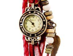 Relógio Bracelete Feminino Fashion com pulseira de couro, com miçangas de decoração e um pingente de asa de anjo, uma excelente opção para mulheres que gostam de acessórios com estilo e de bom gosto