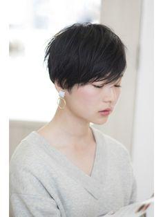 ソアヘアー(Soar hair) 《soar hair》ブラックxツーブロックxショートボブxパーマ Medium Short Hair, Very Short Hair, Short Hair Cuts For Women, Medium Hair Styles, Curly Hair Styles, Natural Hair Styles, Japanese Haircut Short, Japanese Hairstyle, Stylish Short Hair