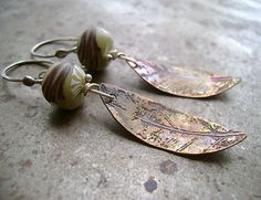 copper leaf and spring green branch earrings.love the leaves Enamel Jewelry, Copper Jewelry, Wire Jewelry, Jewelry Crafts, Jewelry Art, Beaded Jewelry, Jewelery, Jewelry Ideas, Leaf Earrings