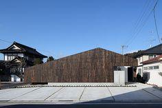 焼杉で構成したモダンなスタイリングのインパクトがある外観 大阪の建築家による歯科医院の建築設計の実例