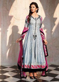 Latest Fashion Of Anarkali Frocks Give You Traditional Look Fashion trends of women's wear change every day by day and Anarkali Frock, Anarkali Suits, Anarkali Churidar, Long Anarkali, Salwar Kameez, Indian Dresses, Indian Outfits, Look Fashion, Fashion Outfits