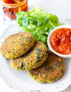 Kotlety dyniowe z kaszą jaglaną i szpinakiem Vegan Burgers, Salmon Burgers, Snack Recipes, Cooking Recipes, Polish Recipes, Gluten Free Recipes, Food Porn, Food And Drink, Easy Meals