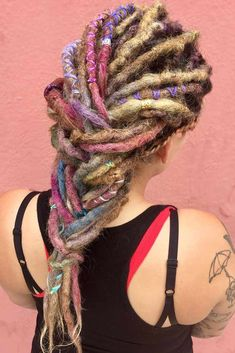 Dream of getting dreadlocks, but think there is nothing to do with them? Check out our iconic ideas and see how to wear, style and color dreads today! Greasy Hair Hairstyles, Dreadlock Hairstyles, Down Hairstyles, Straight Hairstyles, Short Haircuts, Hairstyles Haircuts, Long Curly Hair, Curly Hair Styles, Colored Dreads