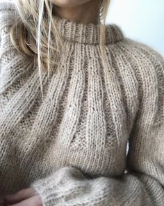 – Knitting patterns, knitting designs, knitting for beginners. Beginner Knitting Projects, Knitting For Beginners, Jumper Knitting Pattern, Hand Knitting, Stitch Fit, Mohair Sweater, How To Purl Knit, Knit Fashion, Knitting Designs