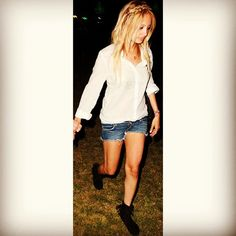 Love this stylish throwback snapshot of Nicole Richie in her Minnetonka Tramper Ankle Hi Boots at Coachella in 2008.