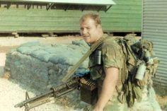 Marine LRRP Teams in Vietnam | M60 7.62mm avec et sans garde-main avec boite de munitions avec ...