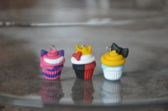 Immagine di http://img00.deviantart.net/7dec/i/2013/111/b/6/disney_inspired_cupcakes___alice_in_wonderland_by_smileyhearts-d62icy3.jpg.