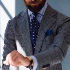Discover the details that make the difference of the best streetstyle unique people with a lot of style Mens Office Fashion, Mens Fashion Suits, Business Fashion, Mens Suits, Style Masculin, Checked Blazer, Dapper Men, Tailored Suits, Autumn Fashion Casual