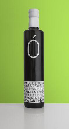 La nuova veste grafica delle bottiglie d'olio La Buona Terra, raccolta 2015.