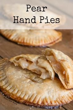 Pear Hand Pies are a favorite winter treat! Similar in taste to an apple pie and oh so easy to make! Perfect for anyone who want a quick single serving treat without the guilt of eating an entire pie! Pear Recipes Easy, Pear Dessert Recipes, Köstliche Desserts, Tart Recipes, Fruit Recipes, Sweet Recipes, Delicious Desserts, Cooking Recipes, Pie Dessert