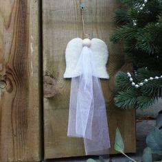 Materialpakke ENGEL m/ tyll. Alt du trenger for å lage en fin engel på juleverksted får du i en pakke på materialrommet.no. Bathroom Hooks, Barn, Converted Barn, Barns, Shed, Sheds