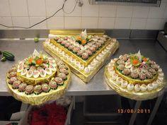 Aperitive pentru zile festive | Retetele Mele Dragi Romanian Food, Romanian Recipes, My Recipes, Favorite Recipes, Canapes, Catering, Waffles, Buffet, Appetizers