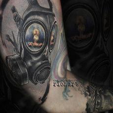 tatuaje mascara de gas