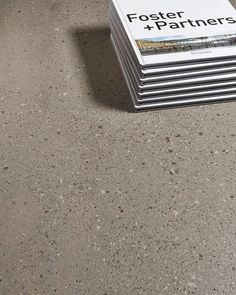 🇮🇹 Leonardo OVERCOME. Kiváló alapanyagok felhasználásával készült, mindenféle digitális nyomtatást nélkülöző, anyagában színezett high-tech  burkolatcsalád. 👏👌 . .  #Repost @leonardoceramica Porcelain Tile, Interior And Exterior, Tile Floor, Mosaic, Ceramics, Tiles, Ceramica, Room Tiles, Pottery