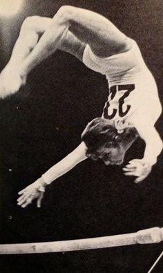 Olga Korbut Vintage gymnastics look at the muscles in her legs - olympic gymnastics Gymnastics History, Sport Gymnastics, Artistic Gymnastics, Olympic Gymnastics, Olympic Games, Nadia Comaneci, Martial Arts Techniques, Acrobatic Gymnastics, Gymnastics Photography