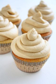 Peanut Butter Cupcakes http://collectingmemoriess.blogspot.com/2015/05/peanut-butter-cupcakes.html