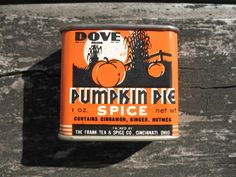 Front Of My Favorite Pumpkin Pie Spice Tin. Vintage Tins, Vintage Coffee, Vintage Labels, Vintage Kitchen, Spice Tins, Old Spice, Modern Vintage Decor, Retro Halloween, Tin Containers