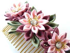 Kanzashi Fabric Flower hair comb . Pink hair comb. by JuLVa
