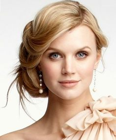 The Natural Style of The Bride For Their Wedding Hairstyle And Natural Makeup | She Look Book
