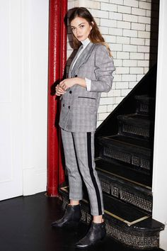 Joie Fall 2018 Ready-to-Wear Fashion Show Collection: See the complete Joie Fall 2018 Ready-to-Wear collection. Look 18 Fashion 2018, Love Fashion, High Fashion, Autumn Fashion, Fashion Looks, Street Fashion, Joie Clothing, Fashion Show Collection, Suits For Women
