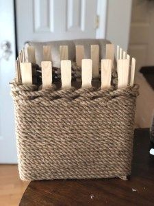 DIY Jute Storage Box - The Shabby Tree #diyropeideas #ropehomedecor Diy Craft Projects, Diy Home Crafts, Diy Storage Boxes, Storage Baskets, Decorative Storage Boxes, Storage Ideas, Shabby Chic Weihnachten, Paint Stick Crafts, Twine Crafts