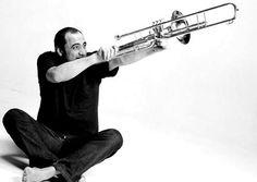 A sugestão desta sexta-feira, 29 de maio, fica para a apresentação do trombonista Bocato, que faz show com entrada Catraca Livre no Centro Cultural São Paulo (CCSP) às 12h30. O músico interpretará compositores de MPB como Tom Jobim e Noel Rosa, além de músicas de sua própria autoria.