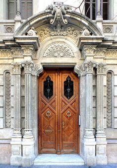 ♅ Detailed Doors to Drool Over ♅ art photographs of door knockers, hardware & portals - Barcelona, Spain Cool Doors, The Doors, Unique Doors, Windows And Doors, Grand Entrance, Entrance Doors, Doorway, Architecture Antique, Architecture Details