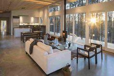 Загородный дом из стекла и дерева