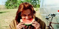 Johnny Depp - Gilbert Grape - What's Eating Gilbert Grape? Johnny And Winona, Young Johnny Depp, Johnny Was, Johnny Depp Leonardo Dicaprio, Johnny Movie, Johnny Depp Movies, Junger Johnny Depp, Johnny Depp Characters, Watermelon Baby