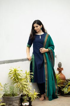 Silk Kurti Designs, Simple Kurta Designs, Churidar Designs, Kurta Designs Women, Kurti Designs Party Wear, Stylish Dress Designs, Stylish Dresses, Blouse Designs, Chudidhar Neck Designs