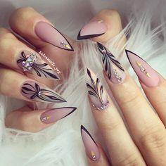 For those who like delicate nail design, Stiletto Nails are becoming a trend! More and more women choose this Stiletto Nail Designs! As far as nail art is concerned, stiletto style nails is a good reflection. They are basically elliptical, but at t Gorgeous Nails, Love Nails, Pretty Nails, Style Nails, Perfect Nails, Edgy Nails, Elegant Nails, Stiletto Nail Art, Stiletto Nail Designs
