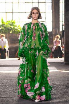 Valentino RTW Spring 2021 [PHOTOS] – WWD Valentino, Middle Aged Women, Italian Fashion Designers, Abaya Fashion, Chiffon Dress, Spring Summer Fashion, Party Wear, Catwalk, Fashion News