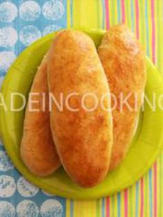 Pains buns pour hot dog Naan, Hot Dog Buns, Hot Dogs, Crumpets, Sweet Potato, Muffins, Vegetables, Ethnic Recipes, Bagels