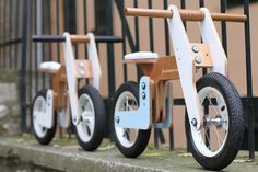 Primavera balance bikes do not have stabilisers and designed specifically for children to sit on the bike with their feet directly on the ground. Wooden Ride On Toys, Wooden Scooter, Wood Bike, Wood Toys, Diy Pallet Furniture, Kids Furniture, Cardboard Car, Baby Bike, Kids Bicycle
