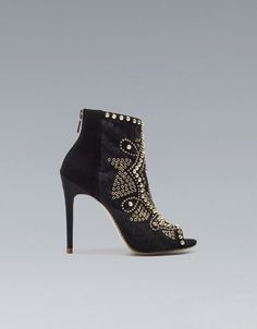 #WANT STUDDED ANKLE BOOT @ZARA  @tanbains OMG! These are still divine! #couldiwalkinthem #doesitmatter
