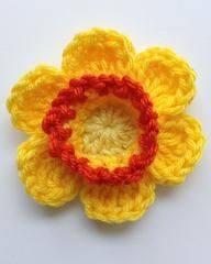 """Click the banners below for more beautiful flower patterns, available via mail or download!     FLOWERS - DAFFODIL   Easy Skill  Size: About 4"""" circumfe"""